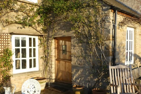 Delightful old Cotswold cottage - whole house - Oxfordshire
