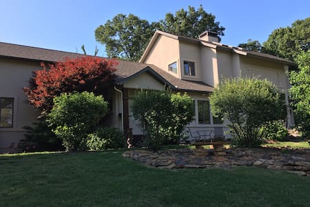 Beautiful 4 bedroom home on 4 acres. - Rogers