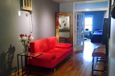 Spacious & Stylish Top Floor 1BR - New York