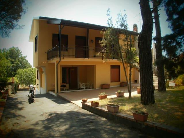 Villa a Pedara, Etna