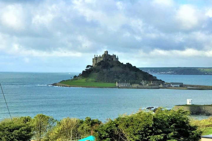 Cottage with views of St Michael's Mount, Marazion