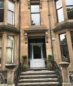 Glasgow West End - beautiful 2 bedroom Garden Flat