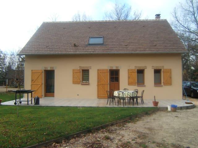 maison traditionnelle solognote en forêt - Lamotte-Beuvron - Rumah