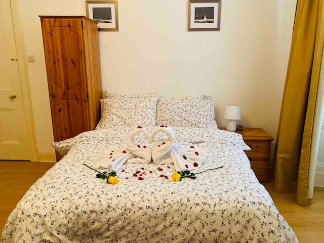 Charming room with private bathroom in city centre