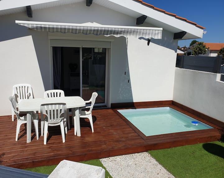 Maisonnette avec piscine