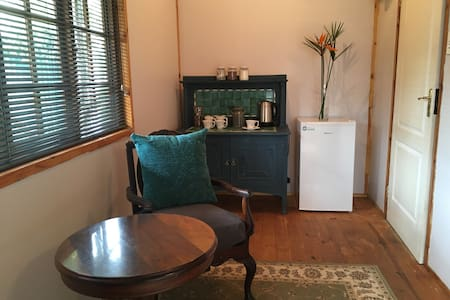 Spacious garden cottage close to city center. - 比勒陀利亚 - 牧人小屋