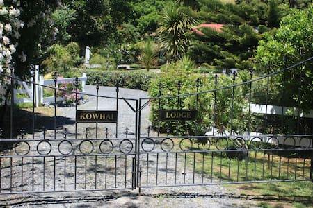 Kowhai Lodge: A Holiday Haven on  Tutukaka Coast - Tutukaka - Hus