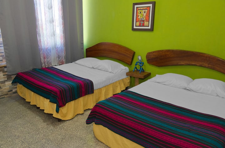 Private double room w/ bathroom - La Zona Hostel