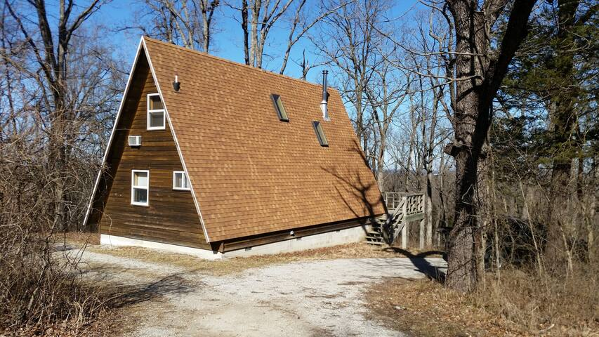 Kingfisher #2, A-Frame Cabin, Studio Queen & Loft Queen, Kitchen, Large Spa Tub, Deck, Pond access