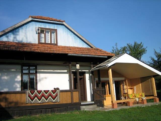 Яблунівська Садиба - Yabluniv - House