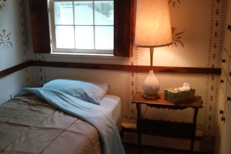 Private Guest Room: Pentus, at Shire Oaks - Pittsford - Hus
