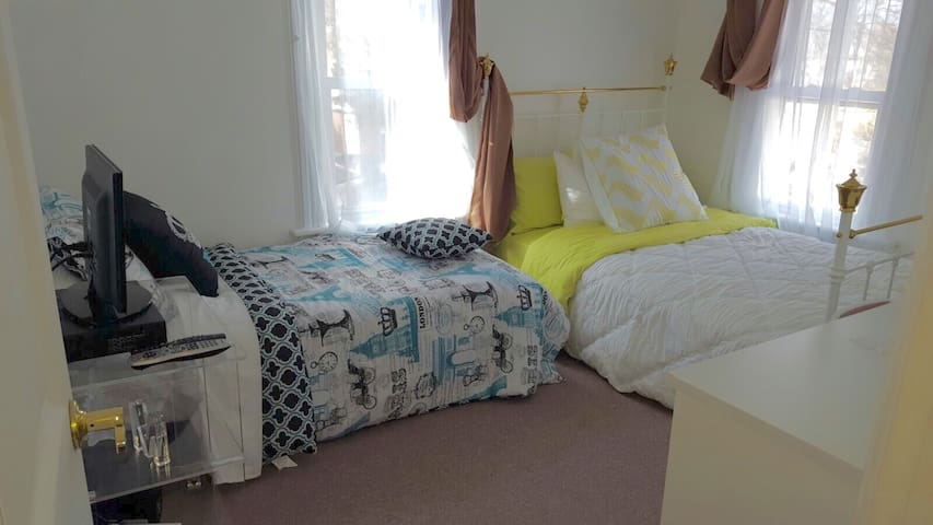 PRIVATE ROOM, COZY-COMFY SPACE, BATHROOM (SHARED)2 - Hempstead - House