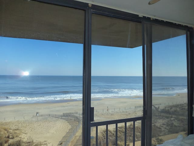 Oceanfront  Condo w/Parking (Family Friendly)