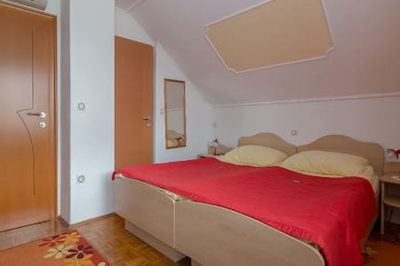 Doublebed room (Rooms&Apartments Jana)