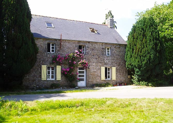 Maison Kernal | Lovely Rural Cottage - Langonnet - Hus