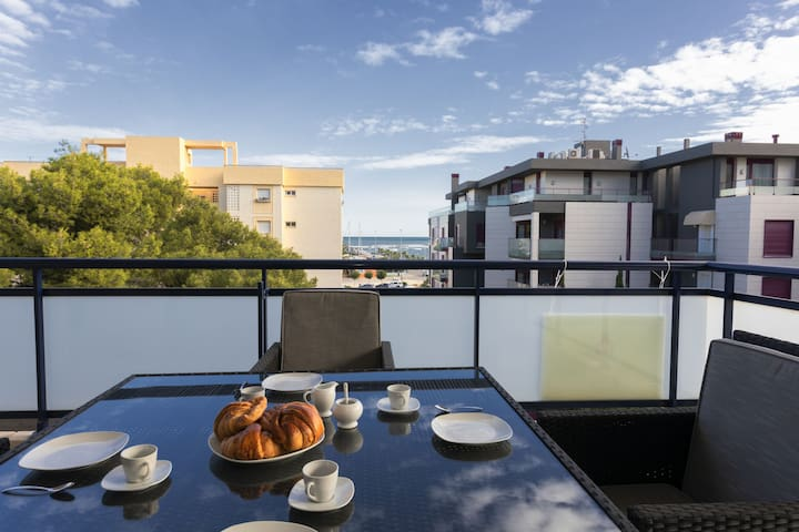 Apartament 3 Bedrooms with see views, 100 from the Beach