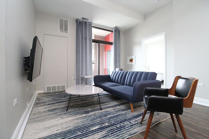 2BR South Loop Luxury Suite No.1 by Zencity