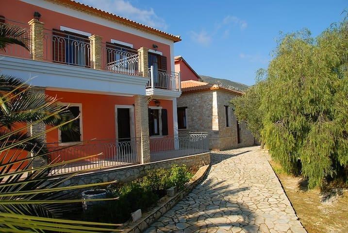 ΑΝΑΤΟΛΗ ΛΑΜΠΡΕΩΝ - Agia Marina - Guesthouse