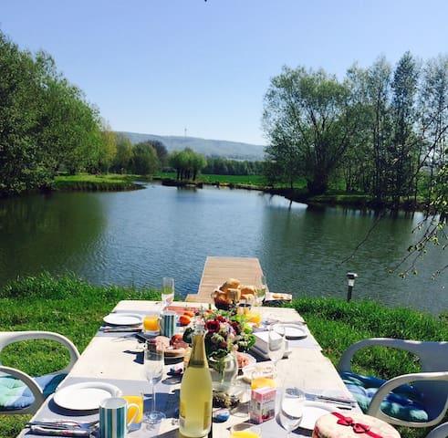 Urlaub am Wasser mit Fernblick im Grünen