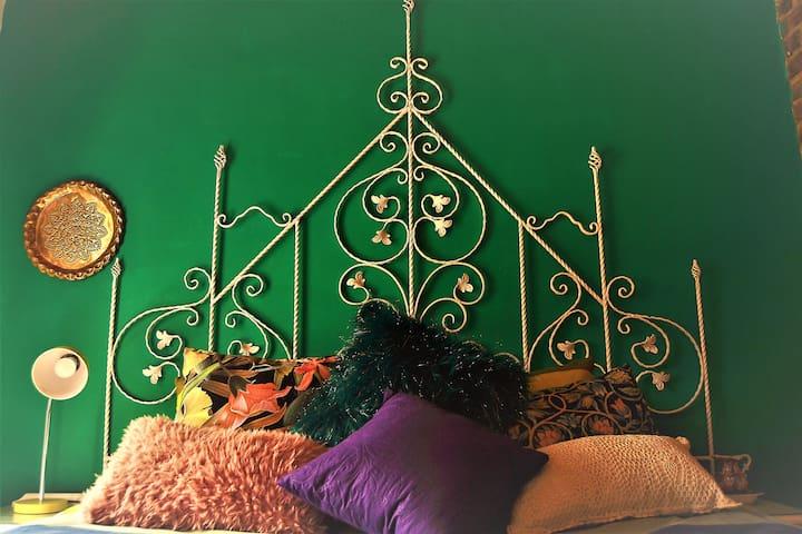 Sleep like a Royal