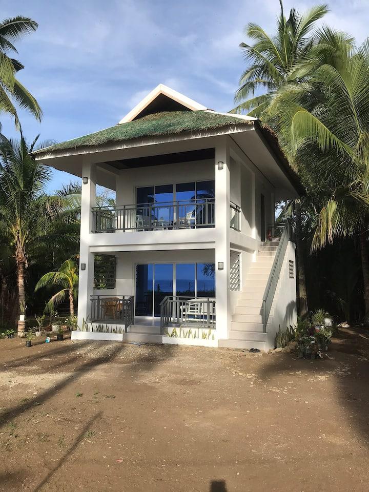 Narra Beach House & Gardens ( Ground Floor Apt)