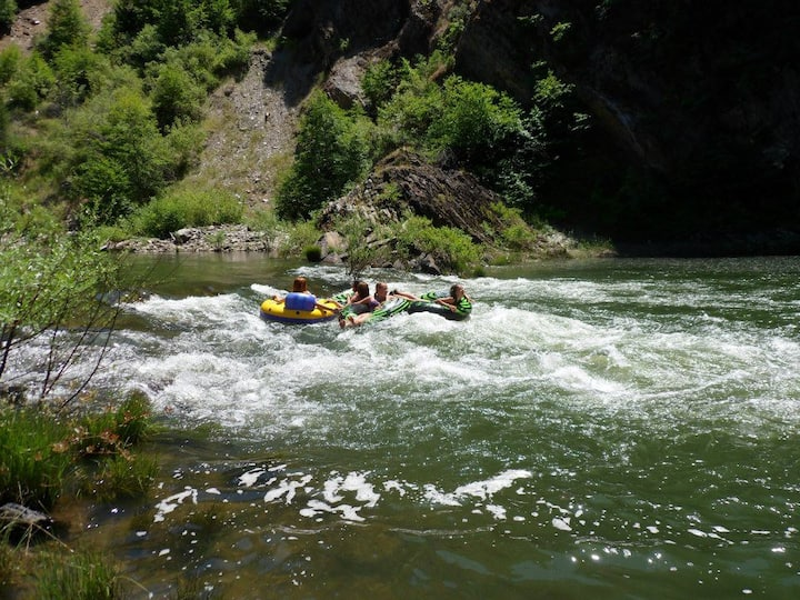 Cabin On Feather River w/Hot Tub,  Float and Fish!