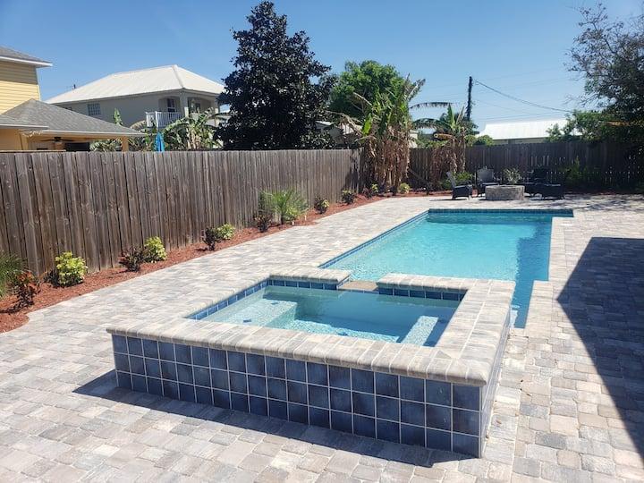 Island Time Beach Retreat, Pool and Heated Spa!