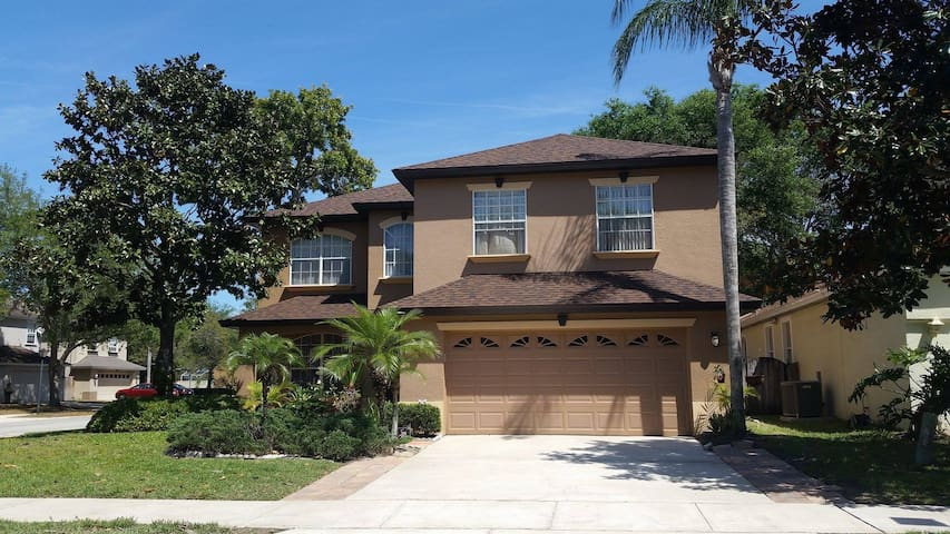 Cozy Room In the Heart of Greater Orlando Area - Oviedo - Casa