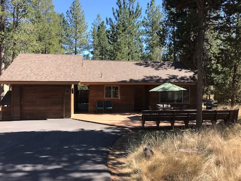 Sunriver Home; Hot Tub, SHARC, Fireplace and More!