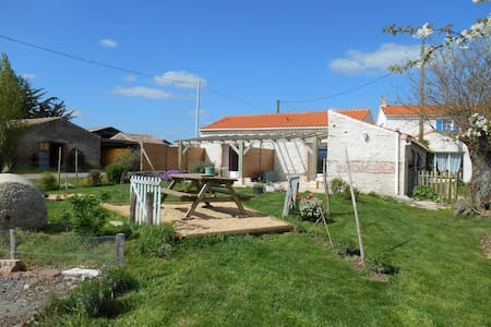Bed & Breakfast near the sea, in campaign - L'Aiguillon-sur-Vie - Domek gościnny