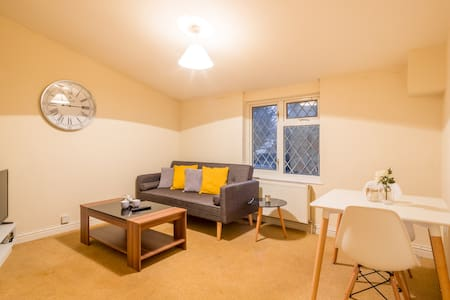 Spotless 1 Bedroom Apartment in ☞  Stevenage