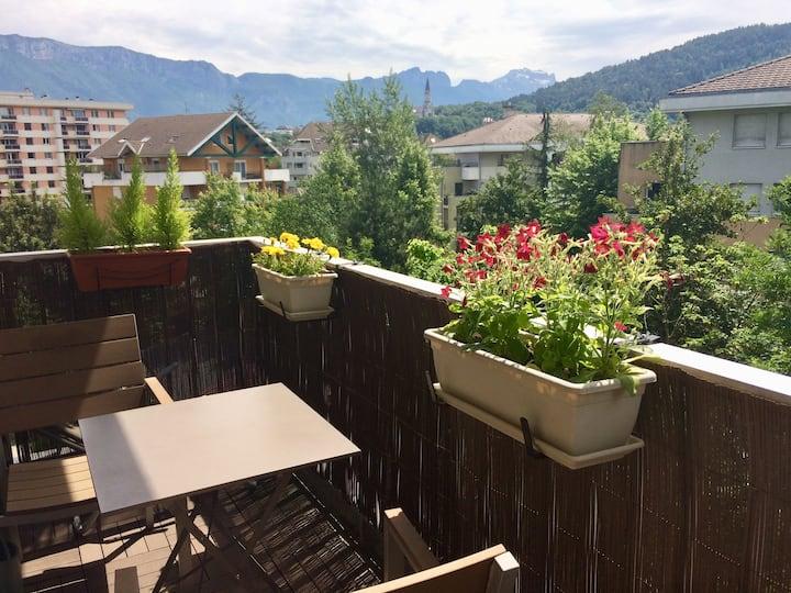 Au calme d'Annecy charmant appartement jolie vue