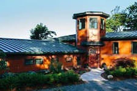 Frank Lloyd Wright House-Style II - Penn Yan