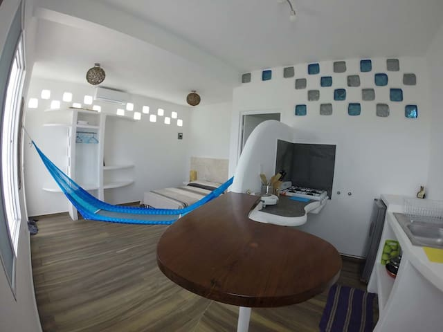 Casa Santorini-beautiful centric apartment