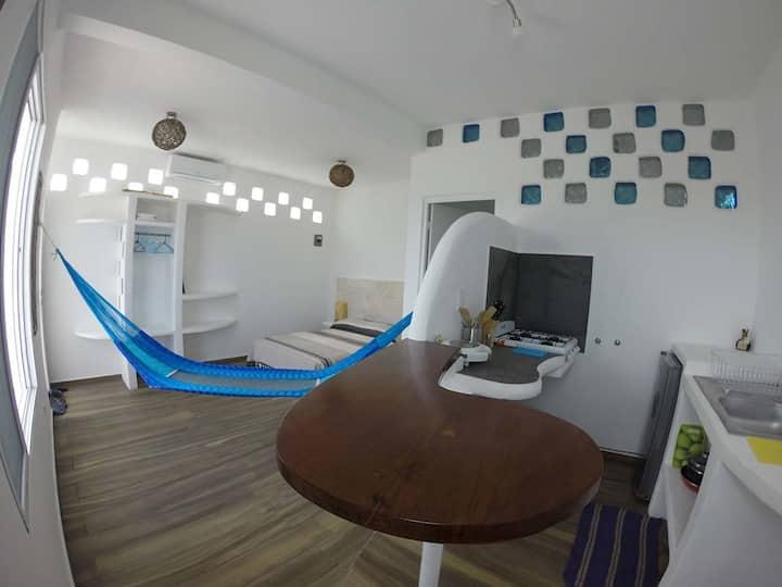 Casa Santorini-beautiful centric apartment