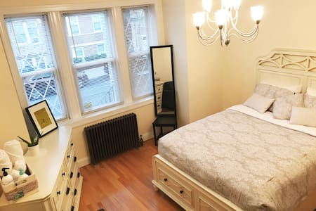 Cozy pvt room in shared apt-20min to Times Square!