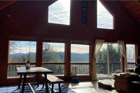 Quiet Mountain Cabin - Hiking, Dogs & Views Galore