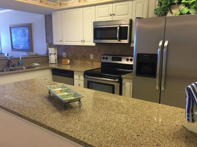Summerlin - Spacious 2BR - Free Beach Service!