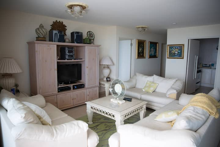 Lux Family Vacation Home walking distance to Beach