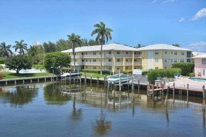 Beautiful, updated, fully furnished, beach condo