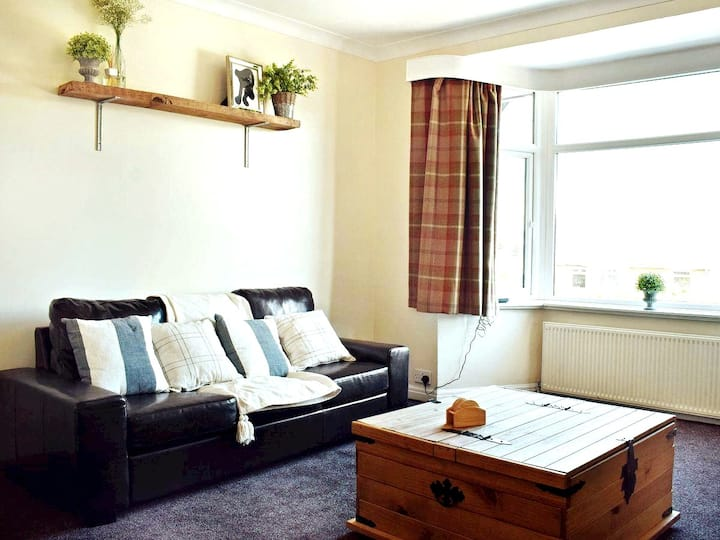 Large, modern two bedroom with free parking