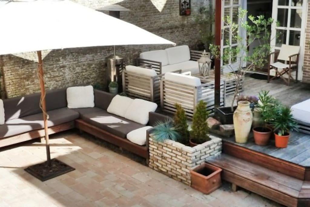 huisje in serene binnentuin in hart van sneek. Black Bedroom Furniture Sets. Home Design Ideas