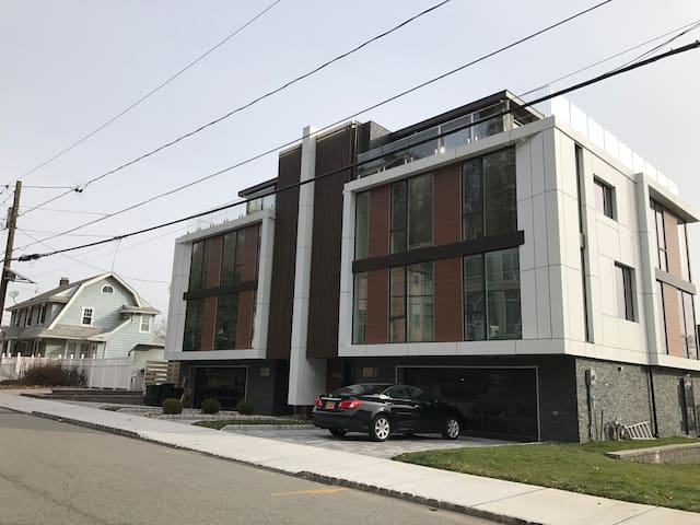 Brand New Modern Villa (Bedroom #1) - Edgewater - Ev