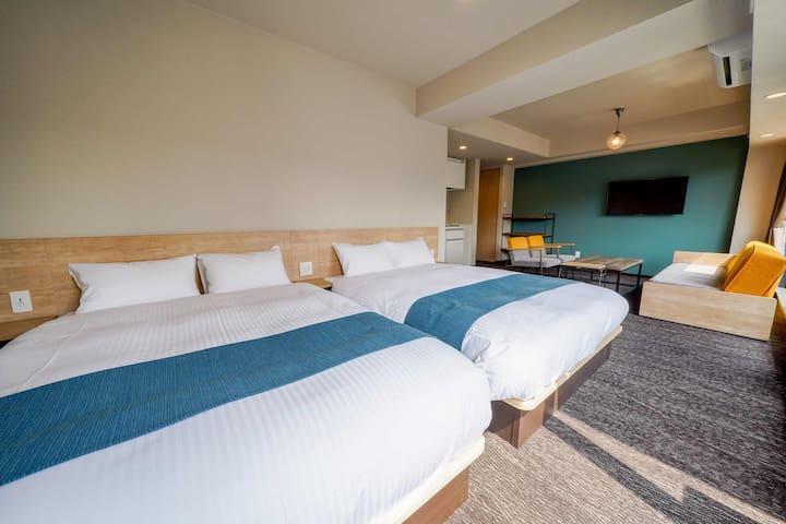 広々としたダブルベッドが2台あります。 The view of 2 double beds.
