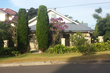 Charming Coastal Holiday Cottage - Collaroy