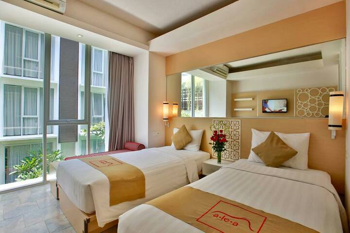 2 Single Bed 1 Queen Bed _Pool View