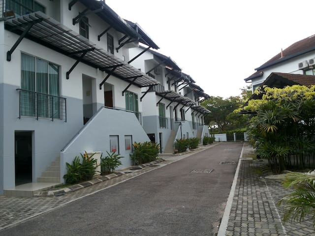 A Sanctuary of peace and tranquillity - Gelang Patah - Townhouse