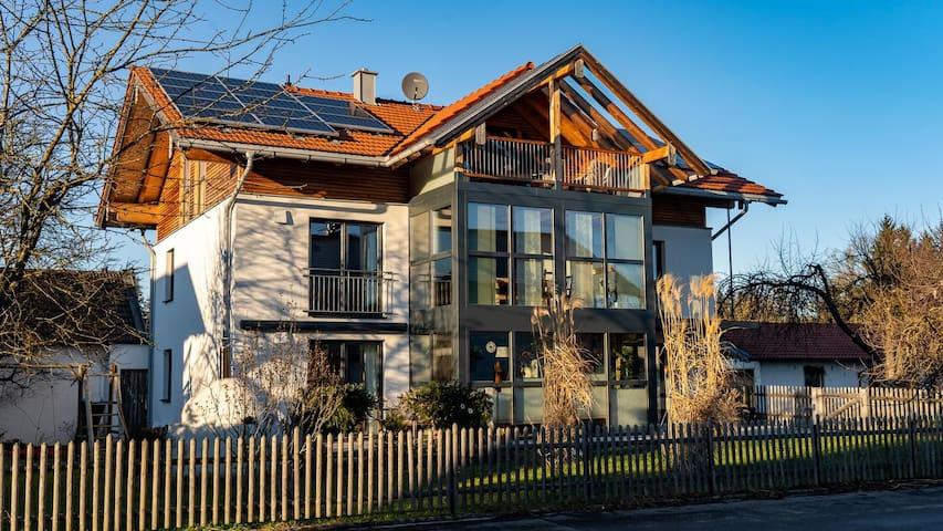 Schöne moderne Ferienwohnung im Alpenvorland 100m3