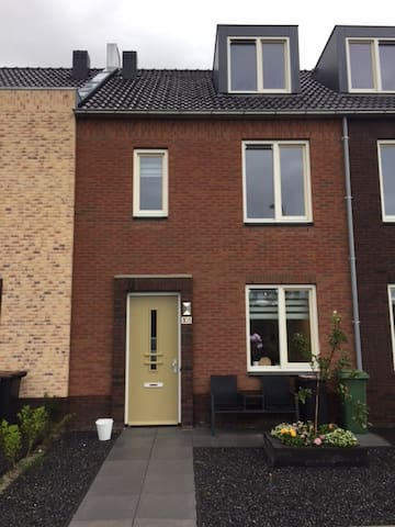 Familyhome next to Amsterdam with free parking - Lijnden - Dom