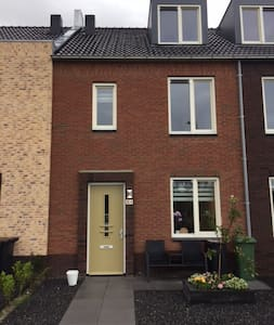 Familyhome next to Amsterdam with free parking - Lijnden - Ev